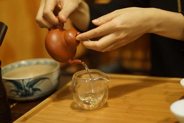 Chỉ cần có duyên, trà sẽ là chất dẫn, chất xúc tác mạnh nhất cho những người yêu trà lại gần với nhau