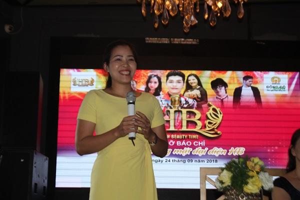 Bà Huỳnh Thị Ngọc Bích - đại diện HB - chia sẻ về cuộc thi (Ảnh Sơn Thủy)