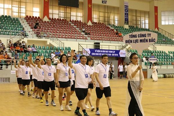 Đoàn vận động viên tham gia diễu hành