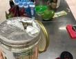 Cảnh bánh kẹo, hóa mĩ phẩm ở siêu thị Auchan bị khách trộm cắp, xé bao bì trong ngày mở cửa cuối cùng trước khi rút về Pháp