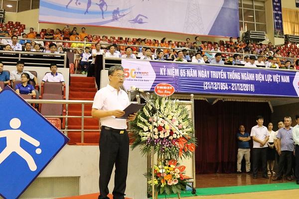 Đại diện Lãnh đạo UBND tỉnh Ninh Bình chúc mừng Hội thao