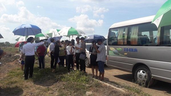 Nhiều đơn vị phân phối dẫn khách đi xem dự án Green Riverside City.