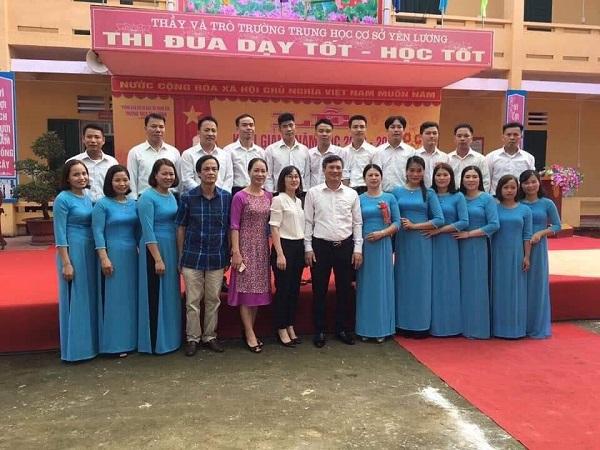 Ông Vi Đại Phong - Trưởng Phòng GD&ĐT huyện Thanh Sơn cùng tập thể đội ngũ cán bộ giáo viên, nhân viên trường THCS Yên Lương