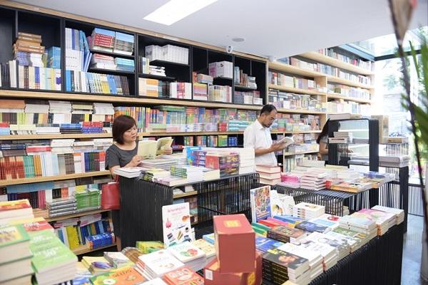 Nhu cầu mua sắm đồ dùng học tập những ngày này tăng cao.
