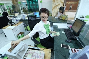 Ngân hàng Nhà nước 'lệnh' giảm lãi suất, các ngân hàng rục rịch nhập cuộc