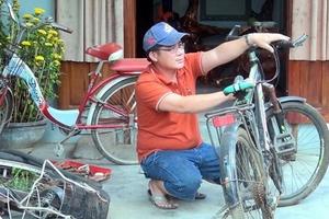 Thầy giáo vùng cao với sáng kiến tặng xe đạp cho học trò nghèo