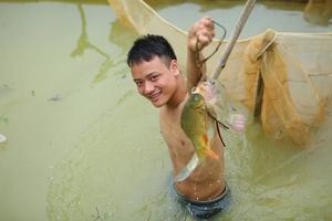 """Tuyên Quang: Hàng trăm người tham gia bắt cá bằng tay không tại """"Lễ hộibắt cá"""""""