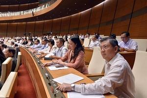 Quốc hội biểu quyết tăng lương cơ sở lên 1,49 triệu đồng/tháng từ tháng 7/2019