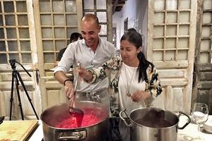 """Đầu bếp nổi tiếng thế giới trổ tài nấu món """"phở chọc trời"""" tại Vinpearl Luxury Landmark 81"""