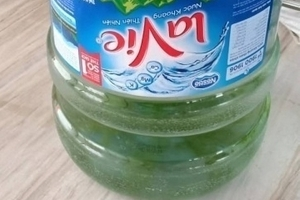 Nước Lavie mọc rêu xanh bất thường: Nghi vấn nguồn nước có vấn đề?