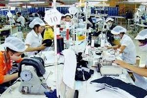 Nghịch lí: Tăng lương, tin buồn của người lao động