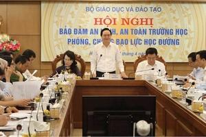 """Bộ trưởng Phùng Xuân Nhạ: """"Thầy cô là nhà giáo dục, không phải là thợ dạy"""""""