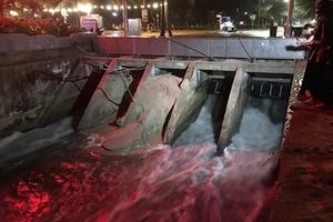 Nước thải lại tiếp tục đổ tràn ra biển Đà Nẵng sau mưa lớn