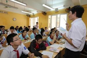 """Bộ trưởng muốn """"giảm áp lực cho giáo viên"""" nhưng cấp dưới thì sao?"""