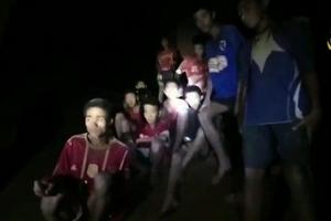 Cầu thủ nhí Thái Lan kể về chuyến đi định mệnh ở hang Tham Luang