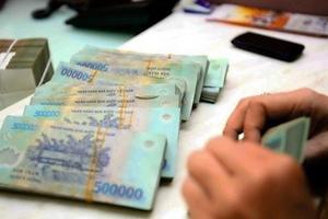 Sau nhiều vụ lừa đảo, cấm các ngân hàng nhận và trả tiền tiết kiệm của khách VIP tại nhà