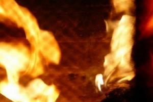 Tạm giam người chồng nhẫn tâm tưới xăng đốt vợ vì không chịu đưa tiền đi khám bệnh