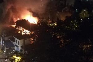 Cháy lớn tại ngôi đình cổ, nhiều đồ thờ bị thiêu rụi