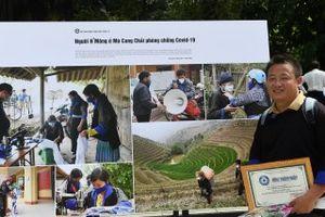 Bộ ảnh của phóng viên người H'Mông được trưng bày tại triển lãm Hà Nội