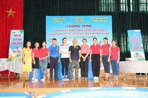 Trường Tiểu học Giang Biên:Khai giảng lớp học kỹ năng chống đuối nước