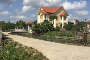 """Cán bộ UBND phường Yên Bình """"hô biến"""" đất nông nghiệp"""