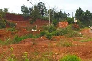 Bắt 2 cán bộ địa chính trong vụ cấp đất quốc phòng cho người nhà cán bộ