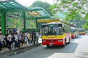 Vì đâu người dân quay lưng với xe buýt?