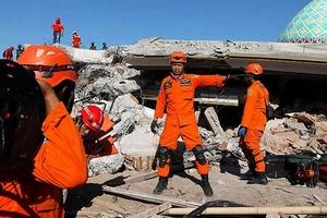 Video: Indonesia dốc mọi nguồn lực cứu trợ nạn nhân thảm họa kép