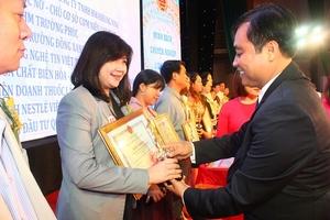 Nestlé Việt Nam tiếp tục nhận bằng khen của Tổng cục Thuế
