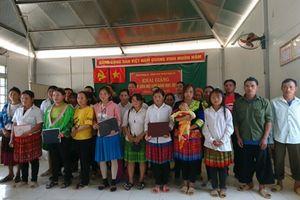 Khai giảng lớp học xóa mù chữ cho đồng bào dân tộc Mông