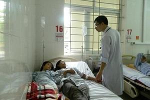 Hà Tĩnh: Hái nấm trong rừng về ăn, 4 người bị ngộ độc