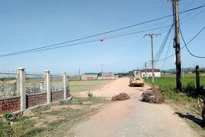 Hà Tĩnh: Dân chặn đường không cho thi công vì quá ô nhiễm