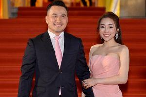 Chi Bảo và bạn gái đăng ký kết hôn