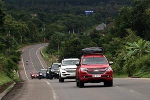 Ô tô nhập khẩu tăng 300%, không thiếu hàng, giá xe vẫn cao