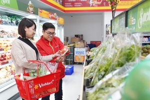 Người tiêu dùng 3 miền háo hức đi sắm đồ, nhận quà khai trương 117 cửa hàng VinMart+