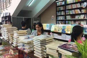 Bộ sách giáo khoa đã được niêm yết và giá sách phụ huynh mua có gì khác nhau?