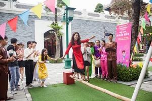 Du khách thích thú với phong cách hội xuân độc lạ ở Sun World Danang Wonders