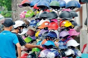 Mũ bảo hiểm, xăng dầu: Gian nan kiểm soát chất lượng
