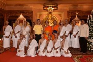 Đội bóng nhí Thái Lan xuống tóc đi tu