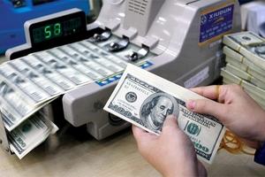 Tỷ giá USD tự do vọt lên mức kỷ lục 23.570 VNĐ/USD