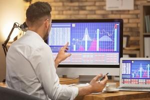 Đánh giá thị trường chứng khoán ngày 13/11: VN-Index có thể tiếp tục giằng co và rung lắc với vùng kháng cự tại 920-925 điểm