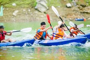 """Sôi nổi hội đua thuyền Kayak ở 'Hạ Long cạn"""" giữa đại ngàn Tuyên Quang"""