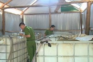 Bắt quả tang một cơ sở chế biến dầu nhớt lậu ở Hà Tĩnh