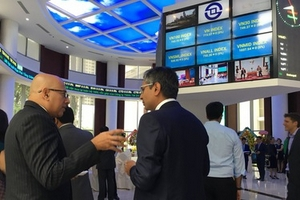 Dòng vốn ngoại nghìn tỉ tiếp tục 'đổ' vào TTCK Việt Nam tuần chứng khoán Mỹ vượt đỉnh mọi thời đại