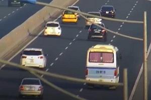 Dừng xe khách giữa cao tốc, tài xế bị phạt 5,5 triệu đồng