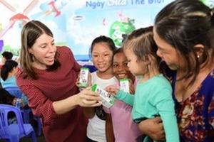 Tưng bừng chuỗi hoạt động 'Vì niềm vui uống sữa ở trường' nhân dịp Tết thiếu nhi