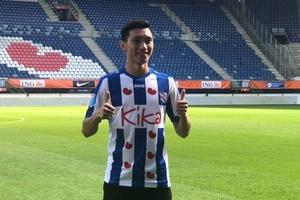 Văn Hậu chính thức trở thành tân binh CLB SC Heerenveen với số áo 15