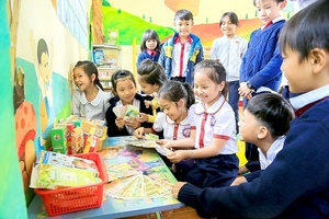 Tạo thói quen đọc sách từ thư viện tiểu học