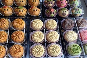 Bánh trung thu handmade bán trên mạng xã hội thả nổi chất lượng
