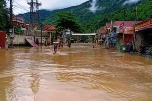 Nghệ An: Đất đá đổ ầm ầm trên QL48, 6 người tử vong và mất tích do mưa lũ